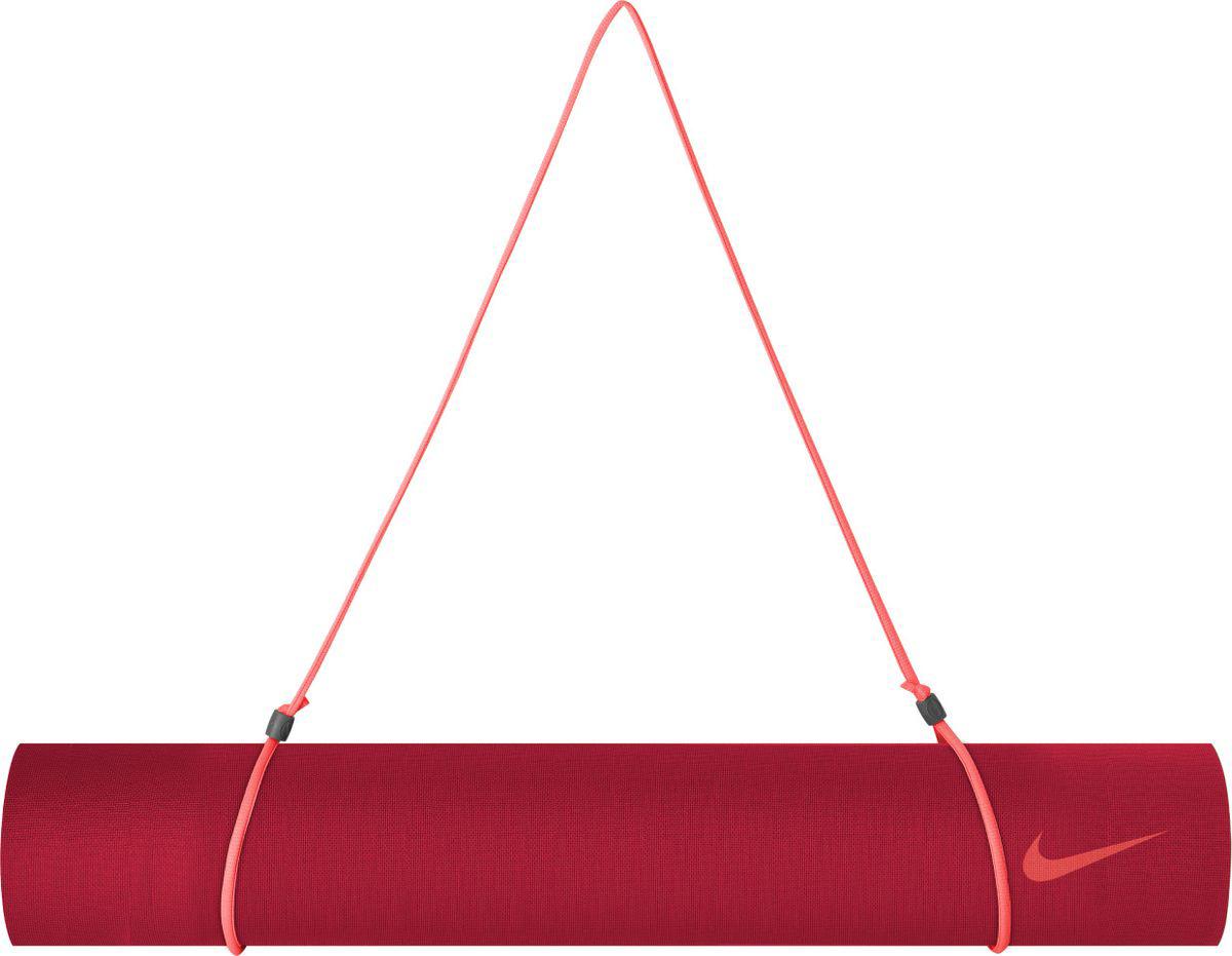 Мат для йоги Nike Yoga Mat, цвет: красный, 61 х 173 смN.YE.31.638.OSКоврик для йоги Nike Yoga Mat - это современный, удобный и компактный аксессуар для занятий фитнесом и йогой в группах или домашних условиях. Нескользящая поверхность обеспечивает комфорт при выполнении упражнений. В процессе занятий коврик не растягивается и не теряет формы. Мягкая, бархатистая на ощупь поверхность коврика создает ощущение дополнительного комфорта и предотвращает скольжение рук и ног во время занятий. Прочный и упругий материал не растягивается, легко моется. Коврик компактный, хранится в свернутом виде. Шнурок для переноски обеспечивает комфортную транспортировку.Йога: все, что нужно начинающим и опытным практикам. Статья OZON Гид