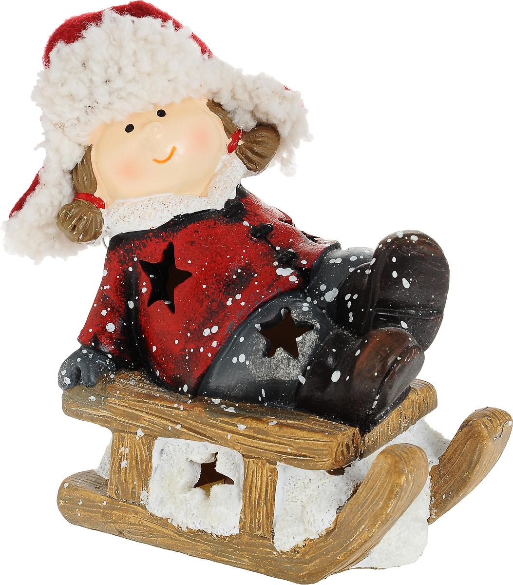 Фигурка декоративная Зимние забавы, с подсветкой, 14 х 7 х 14 см175250Фигурка декоративная Зимние забавы, выполненная из доломита и полиэстера в виде девочки на санках, оснащена светодиодной подсветкой, имитирующей теплый свет свечи. Вы можете поставить фигурку в любом месте, где она будет удачно смотреться, и радовать глаз. Кроме того, новогоднее украшение- отличный вариант подарка для ваших близких и друзей. Работает от одной батарейки CR2032 (входит в комплект).