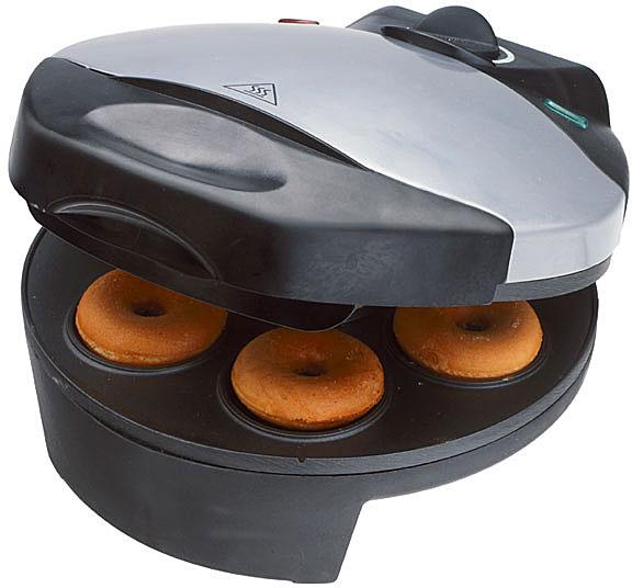 Smile WM 3606 пончикмейкерWM 3606Аппарат для пончиков (пончикмейкер) Smile WM 3606 станет великолепным подарком для любой хозяйки. Быстро и без хлопот радуйте родных и близких вкуснейшими мини-пончиками.Приготовление пончиков занимает несколько минут, одновременно можно испечь 7 штук. В процессе приготовления переворачивать пончики не нужно. Термоизолированная ручка гарантирует комфорт при использовании прибора, а плавная регулировка температуры поможет следить за тем, чтобы выпечка не подгорела и как следует пропеклась. Посыпьте готовые изделия сахарной пудрой, обмажьте глазурью или полейте растопленным шоколадом! Разнообразие рецептов позволит готовить лакомство каждый раз по-новому!