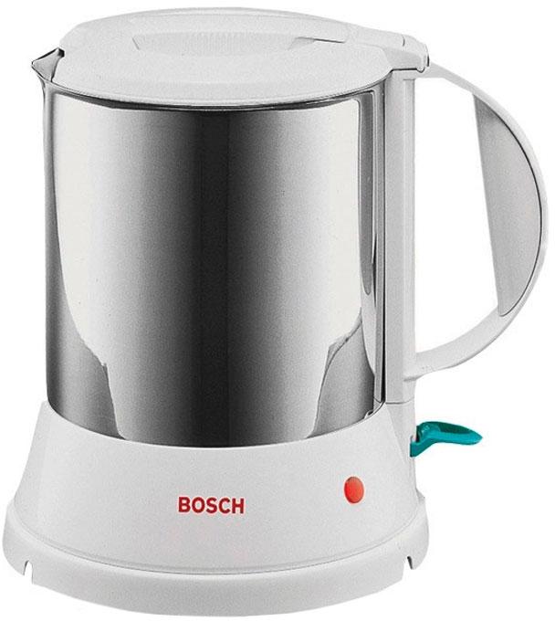 Bosch TWK 1201N электрочайникTWK1201NBosch TWK 1201N отличается надежностью и долговечностью. Гарантией этих качеств является цельнометаллический корпус. Это экологически чистый материал и, в отличие от пластика, не производит неприятного запаха в процессе кипячения. Данная модель совершенно безопасна в работе. Прибор автоматически отключается при закипании воды, при случайном включении пустого чайника. За один раз вы сможете вскипятить воду на всю семью. Во время работы включается светодиодный индикатор. Чайник может вращаться вокруг своей оси на подставке, при этом крутится только корпус, а подставка устойчиво стоит на поверхности.Электрочайник предельно прост в эксплуатации. У данной модели очень широкое горлышко, а дисковый нагреватель расположен внутри корпуса, поэтому вам не составит ни малейшего труда помыть прибор изнутри. Во время кипячения крышка блокируется, так что она не будет подпрыгивать и вода не просочится через верх. Отсутствие крепления шнура непосредственно к корпусу позволяет наливать воду в любом удобном месте. Шкала уровня воды расположена внутри колбы, что позволяет легко наполнить емкость до нужного уровня. Благодаря небольшому весу легко поднимать даже доверху наполненный чайник. Этот прибор долгие годы будет исправно кипятить для вас воду.