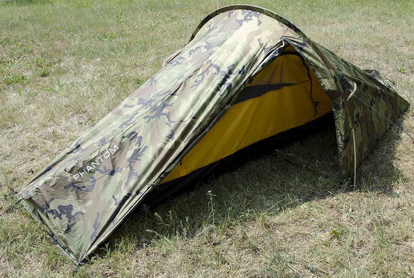 Палатка Сплав Phantom, двухместная, цвет: камуфляж5010Легкая универсальная платка Сплав Phantom для 1-2 человек на одной дуге.Сезонность: 3.Количество мест: 2.Количество дуг: 1.Габариты и вес:Размеры внешней палатки, тента: 315 х 160 х 105 см.Размеры спального места: 240 х 110 х 95 см.Размеры в упакованном виде (ДхШхВ): 50х17х13 см.Полный вес: 2,2 кг.Минимальный вес (без чехла и колышков): 1,81 кг.Материалы:Внешний тент: Polyester 75D/190T PU 8000 мм.Внутренняя палатка: Polyester R/S 68D/210T W/R.Дно: Polyester 100D PU 10000 мм.Дуги: Алюминиевый сплав 7001 T6 O8,5 мм.Фурнитура: Duraflex.Простота в установке.Тент и палатка могут устанавливаться одновременно.Возможна установка отдельно тента без внутренней палатки.Вход и вентиляция внутренней палатки продублированы противомоскитной сеткой.Вход тента в нижней части фиксируются дополнительным крючком.Штормовые оттяжки.Веревки оттяжек имеют вплетенную светоотражающую нить.Карманы для мелочей во внутренней палатке.Швы тента и дна проклеены. Что взять с собой в поход?. Статья OZON Гид