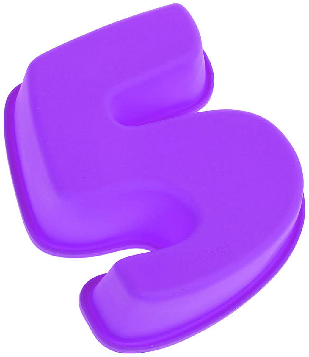 Форма для выпечки Доляна Цифра пять, цвет: фиолетовый, 25 х 22 х 5 см1403905_фиолетовыйФорма для выпечки из силикона — современное решение для практичных и радушных хозяек. Оригинальный предмет позволяет готовить в духовке любимые блюда из мяса, рыбы, птицы и овощей, а также вкуснейшую выпечку. Почему это изделие должно быть на кухне? блюдо сохраняет нужную форму и легко отделяется от стенок после приготовления; высокая термостойкость (от –40 до 230 ?) позволяет применять форму в духовых шкафах и морозильных камерах; небольшая масса делает эксплуатацию предмета простой даже для хрупкой женщины; силикон пригоден для посудомоечных машин; высокопрочный материал делает форму долговечным инструментом; при хранении предмет занимает мало места. Советы по использованию формы Перед первым применением промойте предмет тёплой водой. В процессе приготовления используйте кухонный инструмент из дерева, пластика или силикона. Перед извлечением блюда из силиконовой формы дайте ему немного остыть, осторожно отогните края предмета. Готовьте с удовольствием!