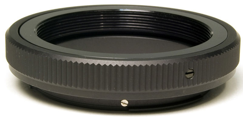 Bresser 26779 Т-кольцо для камер Nikon M4226779Т-кольцо Bresser 26779 служит для соединения зеркального фотоаппарата и телескопа для съемки в прямом фокусе. С одной стороны оно крепится к байонету камеры Nikon, а с другой - к фокусеру телескопа, имеющему стандартную Т-резьбу или к специальному Т-адаптеру, совместимому с любым фокусером стандарта 1,25 или 2 дюйма.Крепление к телескопу: Т-резьба (M42x0,75) Крепление к камере: байонет стандарта Nikon
