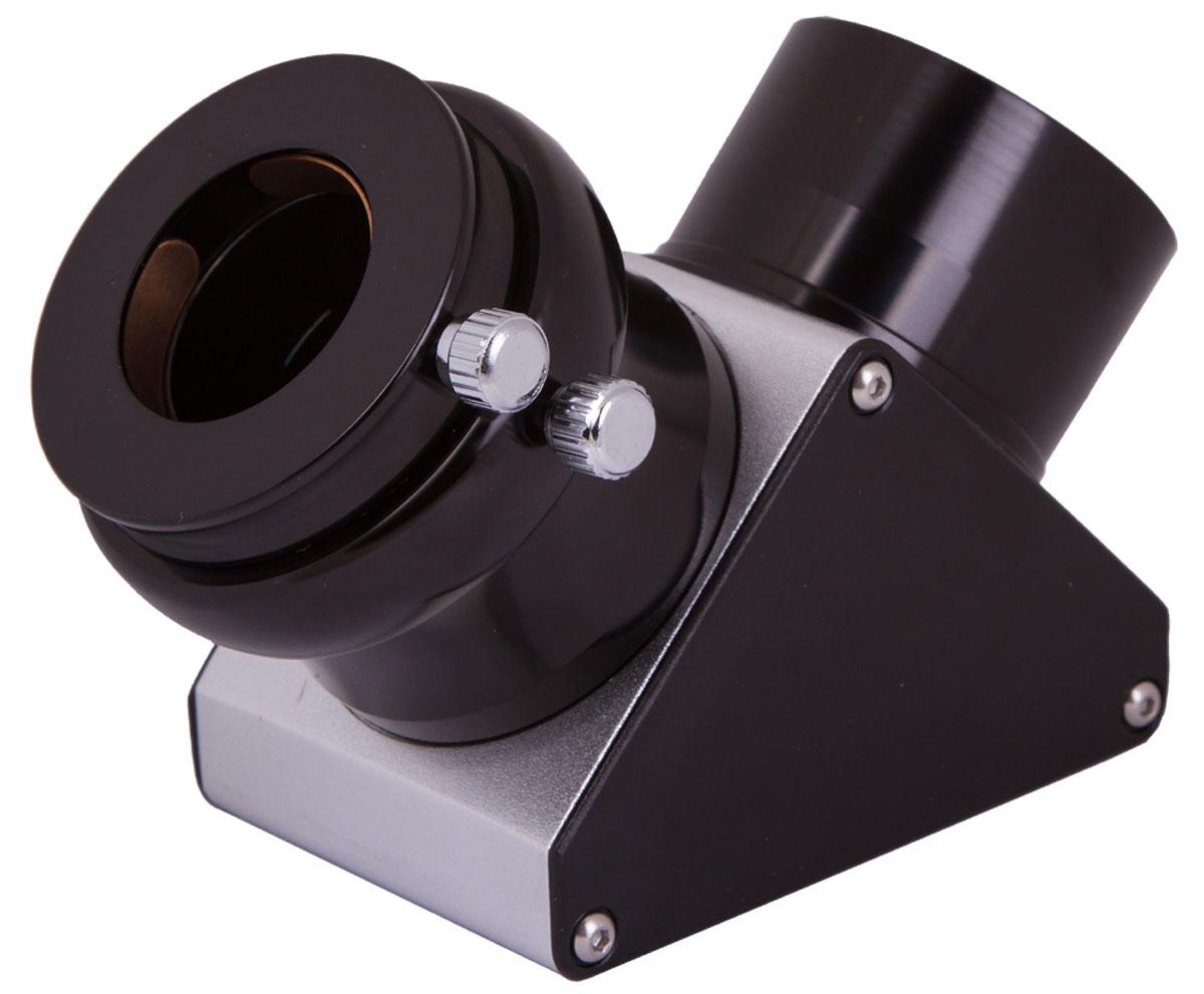 Sky-Watcher 69329 диагональное зеркало 90° 2 с диэлектрическим покрытием69329Диагональное зеркало Sky-Watcher 69329 пригодится владельцам рефракторов и катадиоптриков. Зеркало отклоняет поток света на 90° и позволяет получить неперевернутое изображение – это ценно при наблюдении за наземными объектами. К тому же этот аксессуар дает возможность смотреть в телескоп из более комфортного положения. Диэлектрическое покрытие зеркала повышает качество изображения. Диагональное зеркало устанавливается в фокусировочный узел телескопа, а потом в зеркало вставляется окуляр. Эта модель совместима с окулярами с посадочным диаметром 2. В комплект входит адаптер, позволяющий также использовать стандартные окуляры 1,25.
