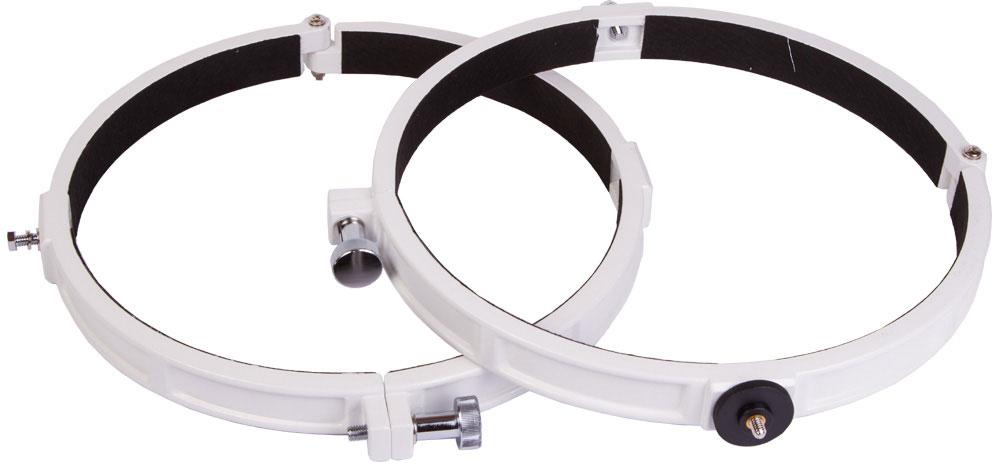 Sky-Watcher 67868 кольца крепежные для рефлекторов 250 мм67868Крепежные кольца Sky-Watcher 67868 используются для установки телескопа на монтировку. Данная модель совместима со всеми экваториальными монтировками Sky-Watcher и с азимутальной монтировкой Sky-Watcher AZ3. Кольца подходят для рефлекторов Ньютона с диаметром главного зеркала 250 мм (диаметр оптической трубы 288 мм).Кольца изготовлены из прочного и легкого алюминиевого сплава. На одном кольце имеется крепежный винт для присоединения цифровой камеры к оптической трубе.