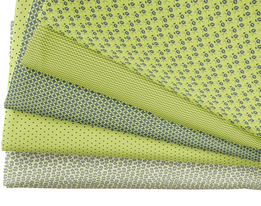 """Ткань """"Кустарь"""" - это высококачественная ткань из 100% хлопка, которая отлично подходит для пошива покрывал, сумок, панно, одежды, кукол. Также подходит для рукоделия в стиле скрапбукинг и пэчворк. В наборе 5 тканей различных расцветок.  Плотность ткани: 120 г/м2. Размер: 48 х 50 см. ."""