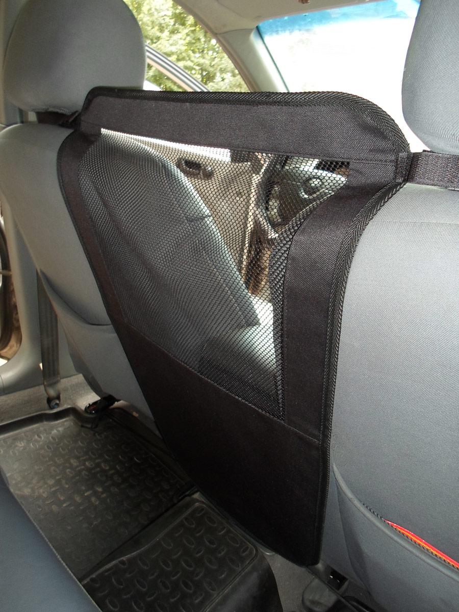 Перегородка защитная для животных AvtoPoryadok, между передними сиденьями, цвет: черный, 50 х 35 смS17306BlЗащитная перегородка ограничивает передвижение собаки по автомобилю. Полупрозрачная сетка не мешает обзору водителя. Изготовлена из ткани ПВХ 600 Ден и прочной сетки из полипропилена. Быстрая и простая установка и снятие перегородки.