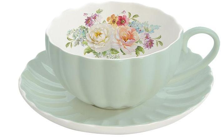 """Чайная пара Nuova R2S """"Королевский сад"""" состоит из чашки и блюдца, изготовленных из высококачественного фарфора. Яркий дизайн изделий, несомненно, придется вам по вкусу.Чайная пара Nuova R2S """"Королевский сад"""" украсит ваш кухонный стол, а также станет замечательным подарком к любому празднику.Объем чашки: 200 мл."""