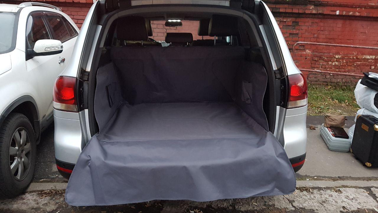 Накидка защитная для животных AvtoPoryadok Maxi, в багажник, цвет: черный, 210 х 190 смP17910BlЗащищает дно, боковые стенки багажника, спинки задних сидений от грязи и повреждений.Чехол в багажник автомобиля MAXI изготовлен из водоотталкивающей ткани ПВХ 600 Ден и предназначен для защиты пола и боковых стенок багажного отделения, спинок задних сидений, заднего бампера от повреждений, шерсти животных и различного рода загрязнений. Чехол в багажник автомобиля MAXI подходит для универсалов и минивэнов.Крепление чехла осуществляется при помощи ленты-липучки и фастекса для крепления за подголовники задних сидений, а так же за специальные приспособления в багажном отделении автомобиля (крючки, ручки и т.д) Универсальный размер. Производство: Россия.