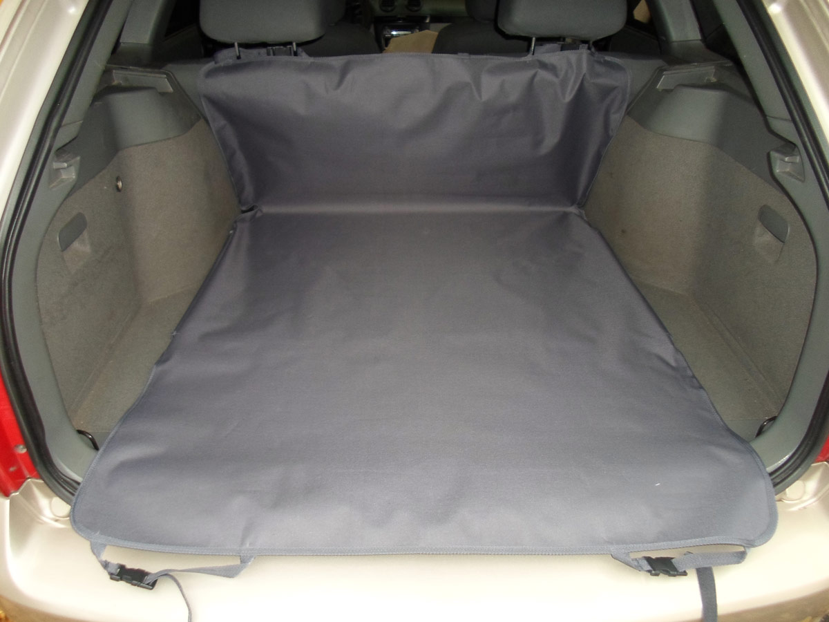Накидка защитная для животных AvtoPoryadok 2 в 1, в салон и багажник, цвет: серый, 185 х 130 см, размер L5520Универсальная защитная накидка в багажник и салон автомобиля покрывает салонное и багажное отделение автомобиля.Накидка универсальная, подходит на все автомобили.Покрытие: пол, стены, спинки кресел, так же имеется дополнительная защита бампера от повреждений при погрузке/разгрузке, а также защищает ваши брюки от грязного бампера во время погрузо-разгрузочных работ.Предназначение: защита от грязи, при перевозке животных, велосипедов, дров, строительного инструмента и так далее.Очень полезна при поездках на природу, дачу, при переездах, а так же при перевозке собак.