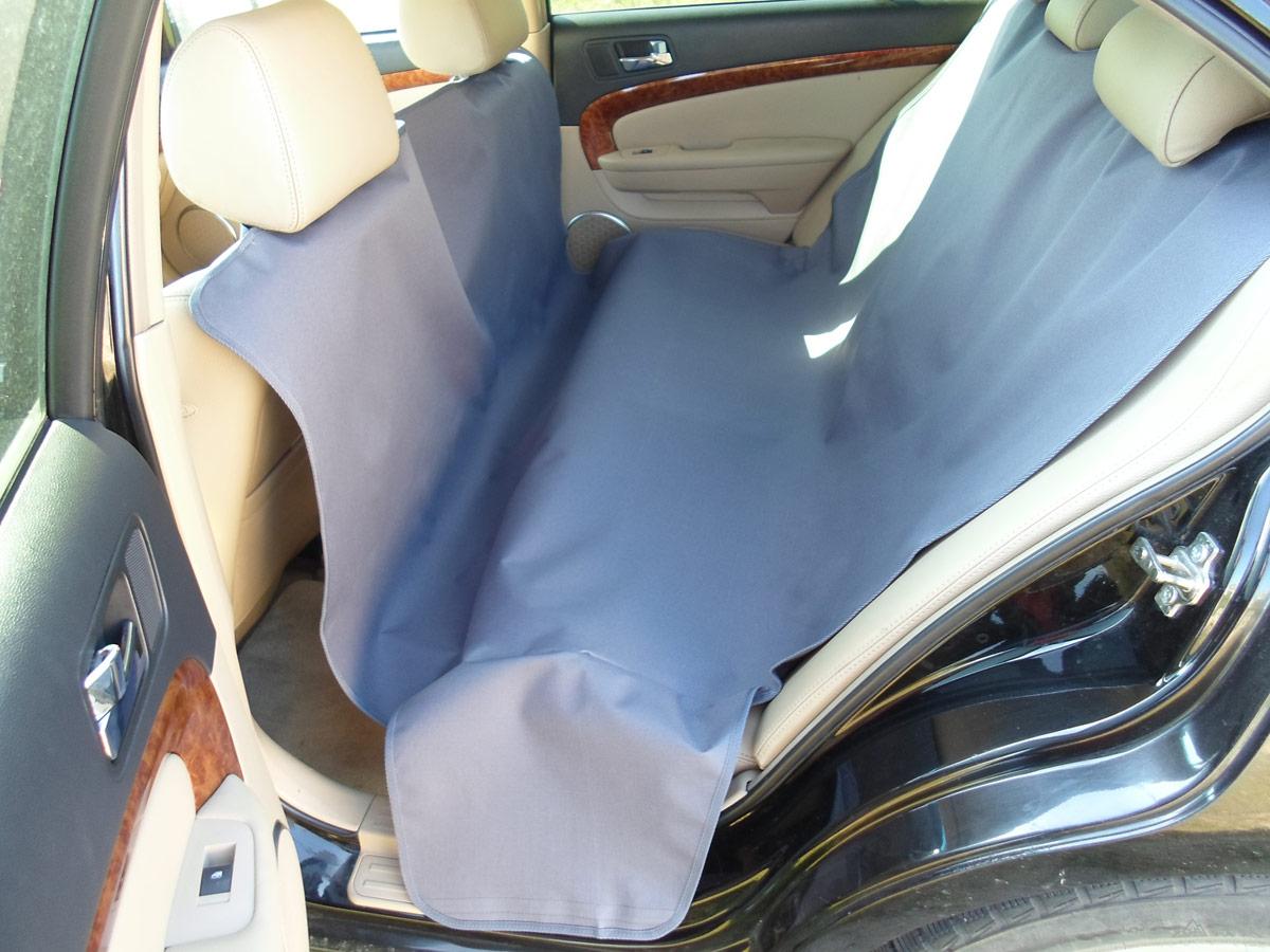 Накидка защитная для животных AvtoPoryadok 2 в 1, в салон и багажник, цвет: серый, 165 х 100 см, размер MBS17213GrУниверсальная защитная накидка в багажник и салон автомобиля покрывает салонное и багажное отделение автомобиля. Накидка универсальная, подходит как на все автомобили. Покрытие: пол, стены, спинки кресел, так же имеется дополнительная защита бампера от повреждений при погрузке/разгрузке, а также защищает ваши брюки от грязного бампера во время погрузо-разгрузочных работ. Предназначение: защита от грязи, при перевозке животных, велосипедов, дров, строительного инструмента и так далее. Очень полезна при поездках на природу, дачу, при переездах, а так же при перевозке собак.