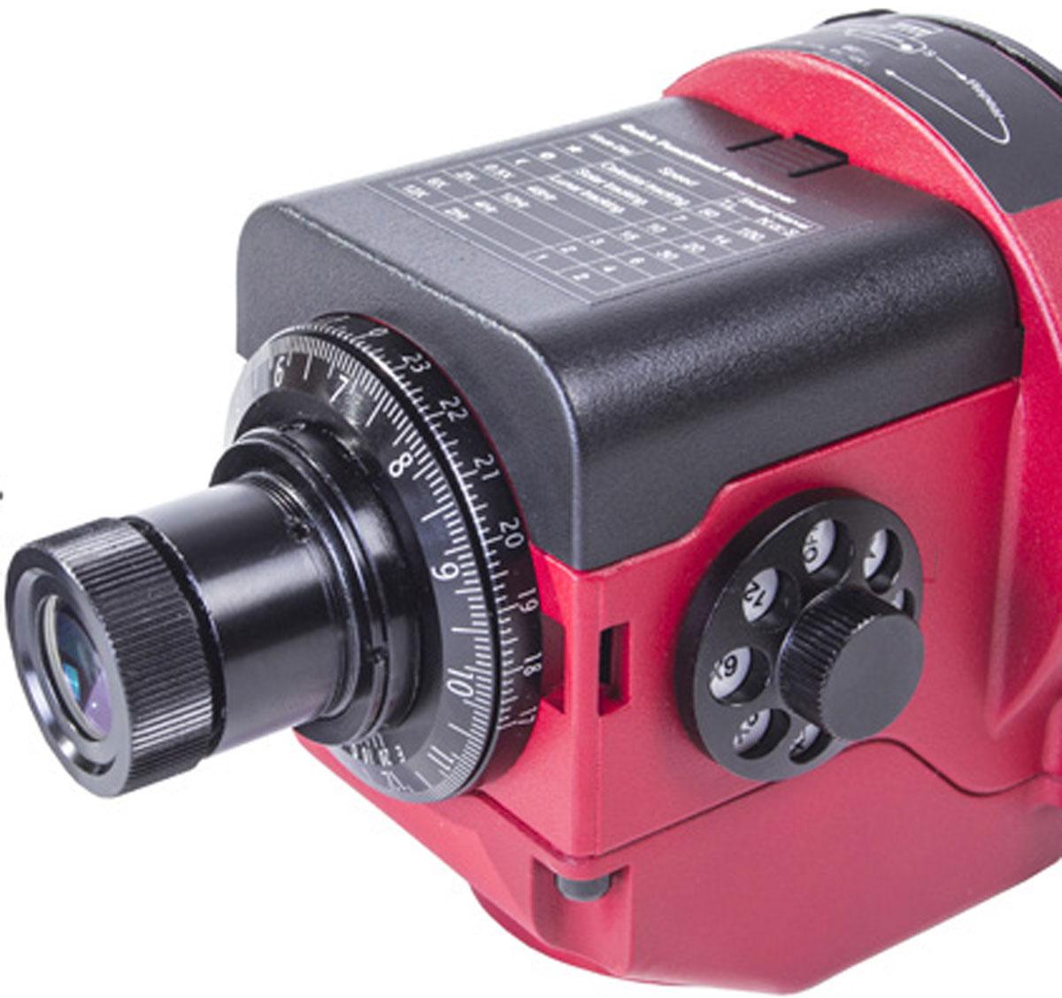Sky-Watcher Star Adventurer, Red монтировка с крепежной платформой и искателем полюса67820Sky-Watcher Star Adventurer – это легкая, компактная и удобная монтировка для визуальных наблюдений и астрофотографии. Монтировкапредназначена для установки оптических труб и фотографического оборудования общим весом до 5 кг. Благодаря небольшому весу этамодель идеальна для загородных наблюдений.Монтировка позволяет перемещать оптическую трубу с учетом суточного вращения небесных тел. Управление осуществляется при помощикнопок на корпусе. Монтировка Star Adventurer отличается понятным интерфейсом, поэтому ее можно рекомендовать даже начинающимастрономам.Искатель полюса с подсветкой позволяет быстро найти правильное положение монтировки. Данную модель можно использовать при астрофотографии без гидирования, то есть с короткими выдержками. Для съемки с длиннымивыдержками можно подключить автогид (приобретается отдельно). На корпусе также имеется порт SNAP, предназначенный для управленияспуском затвора цифровых камер. Для работы монтировки необходимы батарейки типа AA. Кроме того, устройство может питаться от компьютера через USB-кабель.Основные особенности: Простое управление. Различные скорости слежения: звездная, солнечная и лунная. Управление спуском затвора цифровой камеры. Настройки для покадровой съемки (Time Lapse). Поддержка miniUSB. Возможность подключения автогида. Низкое энергопотребление. Совместимость с крепежными гнездами диаметром 3/8 и 1/4.Технические характеристики: Тип сверхкомпактная экваториальная монтировка. Скорости слежения астрофотография: звездная скорость слежения, скорость в 12 раз больше звездной скорости слежения, солнечнаяскорость слежения, лунная скорость слежения (среднее лунное время). Для Северного и Южного полушарий. Покадровая съемка: 0,083 об/ч (полный оборот за 12 часов), 0,25 об/ч (полный оборот за 4 часа), 0,5 об/ч (полный оборот за 1 час). Максимальная нагрузка: 5 кг. Шестерня алюминиевая: 86 мм (144 зубца). Втулка с червячным механизмом ла