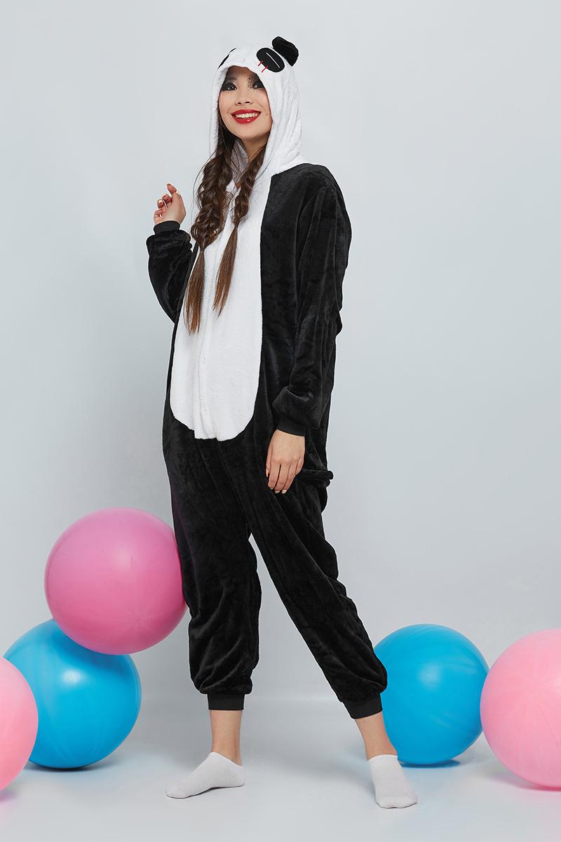 Комбинезон домашний женский Nothing but love, цвет: черный, белый. 201297. Размер M (44)201297Уютные кигуруми носят в качестве пижам, домашней одежды и спортивных костюмов. Популярны они стали благодаря модному направлению гангуро в Японии. Звезды Джаред Лето, Кара Делевинь и Ариана Гранде сделали эти комбинезоны своей фишкой. При выборе кигуруми оверсайз обхват груди и бедер практически не имеет значения. Поэтому главным критерием является рост. Размер S подойдет для роста 150-170 см. Размер M - для роста 155-180 см. Размер L - для роста 170-185 см. Размер XL - для роста 180-195 см. Удобные пуговицы спереди позволяют легко застегивать вещь. В боковых швах есть карманы средней глубины. Сзади находится молния, скрытая в поперечном шве. Трикотажные манжеты на рукавах и штанинах легко растягиваются, не затрудняя движений. Двусторонний флис, из которого сделан комбинезон, приятный и нежный наощупь. К тому же качественный материал аозволяет сохранять тепло. Подкладка у изделия отсутствует. Параметры фотомодели: 82-62-85, рост 167 см. Размер на ней S.