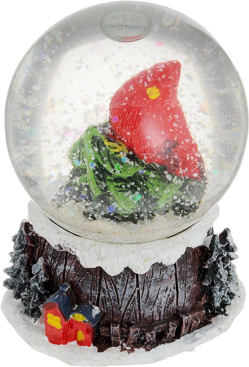 Снежный шар С Рождеством, диаметр 5 см, высота 6 см73384Изящный новогодний сувенир С Рождеством выполнен в виде водяного шара на подставке. Украшение изготовлено из полистоуна и стекла. Внутри водяного шара имеется фигурка красной птички на елке, а если встряхнуть водяной шар пойдет снег. Основание шара украшено декоративными элементами в виде елочек и домика. Новогодние украшения приносят в дом волшебство и ощущение праздника. Создайте в своем доме атмосферу веселья и радости, украшая всей семьей комнату нарядными игрушками, которые будут из года в год накапливать теплоту воспоминаний.Диаметр шара: 5 см.Высота шара: 6 см.