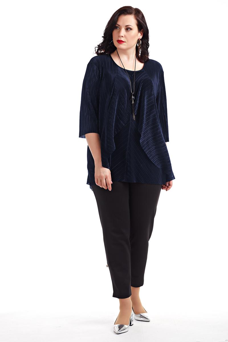 Блузка женская Averi, цвет: синий. 1364_029. Размер 56 (60)1364_029Блузка из гофрированной ткани свободной формы, рукав 3/4. Перед с широкими расходящимися воланами. Округлый вырез горловины завершает собой игру простых чистых линий кроя. Очаровательная модель, невероятно легкая и воздушная. Цвет, в котором выполнена блузка, подчеркивает гармонию линий и сдержанный шик модели. Отличный вариант для офиса и вечернего гардероба.