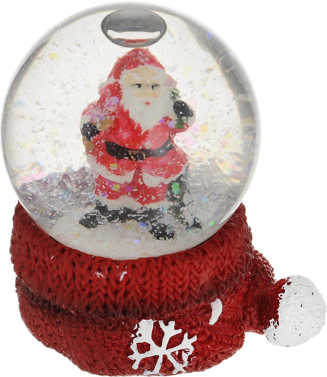Снежный шар Дед Мороз, диаметр 5 см, высота 6 см73380Изящный новогодний сувенир Дед Мороз выполнен в виде водяного шара на оригинальной подставке. Украшение изготовлено из полистоуна и стекла. Внутри водяного шара имеется фигурка Деда Мороза, а если встряхнуть водяной шар пойдет снег. Новогодние украшения приносят в дом волшебство и ощущение праздника. Создайте в своем доме атмосферу веселья и радости, украшая всей семьей комнату нарядными игрушками, которые будут из года в год накапливать теплоту воспоминаний. Диаметр шара: 5 см. Высота шара: 6 см.