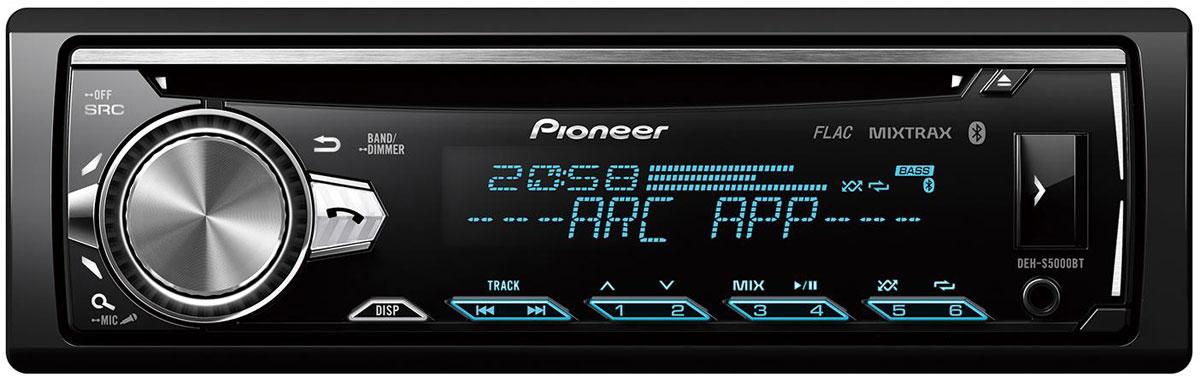 Pioneer DEH-S5000BT автомагнитола498036Pioneer DEH-S5000BT - CD-ресивер с AM/FM тюнером, Bluetooth и USB. Благодаря встроенному звуковому процессору обладает возможностью поканального (сетевого) подключения акустики. Для построения системы с внешними усилителями имеет 3 RCA разъёма.Функция Караоке предполагает возможность подключения микрофона через AUX-вход и возможность петь и слышать свой голос из динамиков аудиосистемы. Громкость источника (музыку) можно регулировать с помощью фирменного приложения Pioneer ARC.Bluetooth-модуль, благодаря технологии Wide Band Speech, позволит вам совершать hands-free-звонки и обеспечит значительно более высокое качество звука во время беседы. Вы можете также слушать потоковую музыку с вашего смартфона на Apple iOS или Android. Более того, DEH-S5000BT позволяет подключить через Bluetooth даже два смартфона одновременно.Система распознает FLAC-файлы, оснащена 13-полосным графическим эквалайзером с новым дизайном, а также встроенным 4 x 50 Вт усилителем MOSFET. Благодаря опции Time Alignment (Временные задержки), вы можете наслаждаться максимально высоким качеством звука, в каком бы автомобиле эта система ни была установлена.