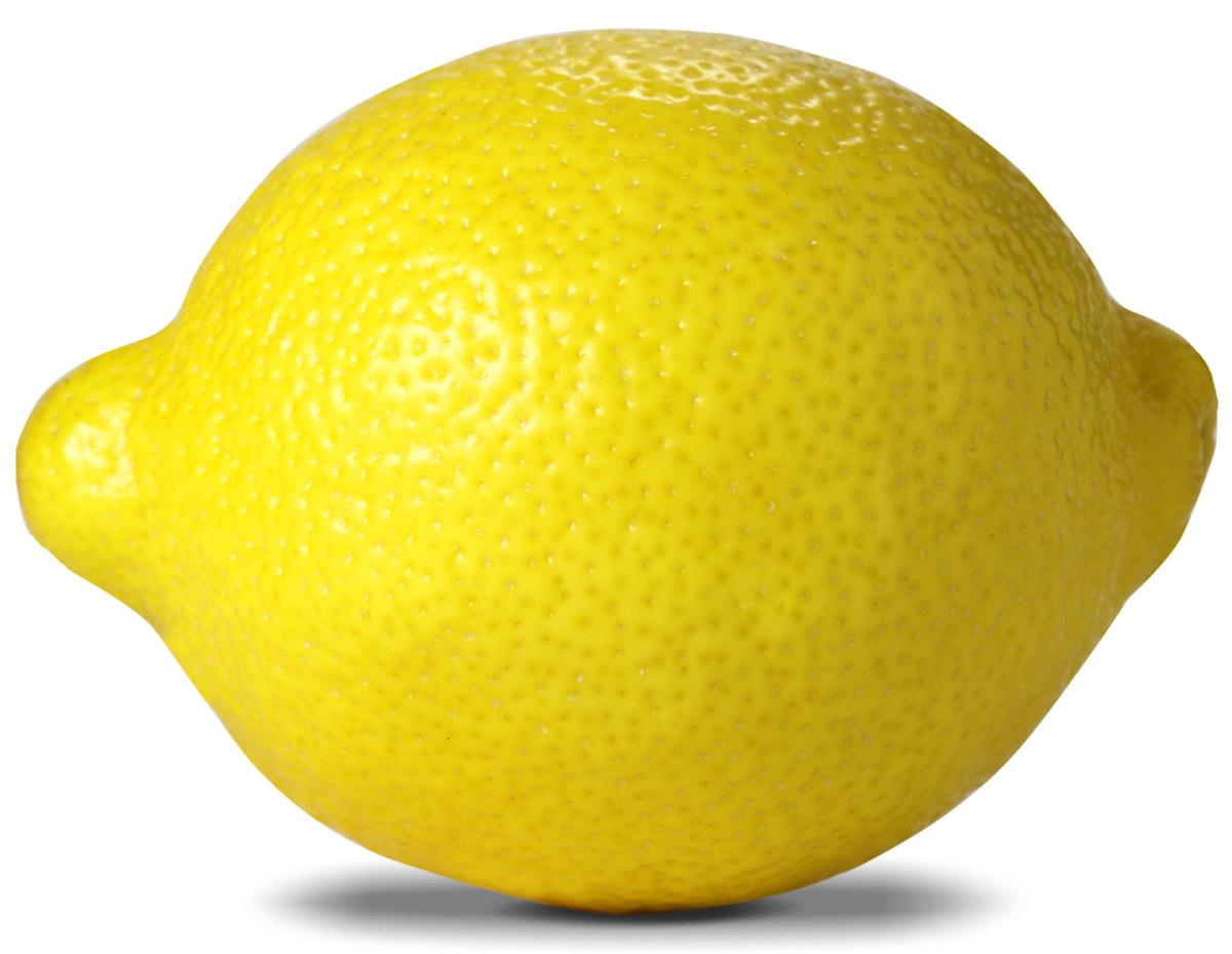 Лимоны, упаковка474Лимон является гибридом дикорастущих мандарина и цитрона. До сих пор неизвестно, когда и как произошло смешение этих цитрусовых культур. Изображения, напоминающие деревья цитрусовых, время от времени появлялись в римской мозаике, однако первое упоминание именно о лимоне, считается, принадлежит одному арабскому врачу. Он написал трактат, целиком и полностью посвященный лимону. Случилось это в конце 12 века, и с тех пор о лимоне заговорили в странах Средиземноморского бассейна. Но все же родиной этого фрукта принято считать засушливую Индию. Лимон, наряду с лаймом, используются в приготовлении лимонадов, различных безалкогольных напитков и традиционного охлажденного чая (Ice Tea). Лимонным соком поливают блюда из рыбы. Он нейтрализует неприятный привкус аминов, превращая их в нейтральные соли аммония. Сок 100 лимонов содержит приблизительно 50 мг витамина С и 5 г лимонной кислоты. В аюрведической медицине считается, что чашка горячей воды с лимонным соком отлично тонизирует и очищает печень.