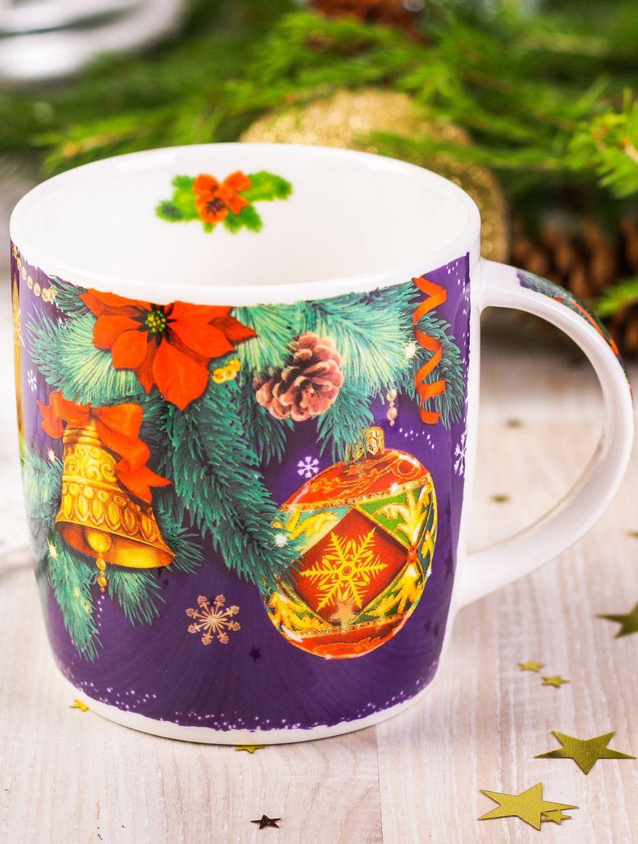 Кружка Sima-land С Новым годом. Игрушки, 300 мл2252444Такая кружка — универсальный подарок на Новый год! Яркие краски и весёлые изображения будут долго радовать получателя. Стильный зимний рисунок нанесён на ручку и внутреннюю стенку изделия. Керамическая кружка упакована в подарочную картонную коробочку с яркой картинкой и местом для имён дарителя и получателя. Радуйте вместе с нами!