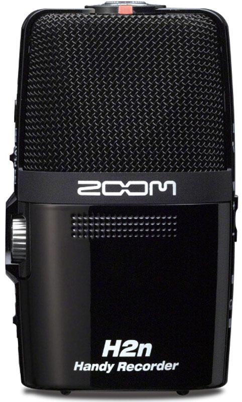 Zoom H2n, Black диктофонH2nКорпорация Zoom представляет вашему вниманию новое поколение рекордеров в лице Н2n – самого инновационного портативного рекордера на сегодняшний день. Все новаторские функции собраны в корпусе этого портативного устройства, позволяющего записывать чистый звук везде, где бы вы ни находились. В кино- и радиовещании, журналистике, подкастинге, музыкальных представлениях, песнях и репетициях – Н2n обеспечит потрясающее качество записи. Вне зависимости от сферы применения, Н2n обеспечит наилучшую стерео запись, и при всем при этом легко поместится в вашем кармане. Zoom H2n — новый стандарт в портативной звукозаписи.Первый портативный рекордер с технологией Mid-SideZoom Н2n – первый портативный рекордер, поддерживающий Mid-Side стерео запись. Технология Mid-Side сочетает в себе однонаправленный средний микрофон, улавливающий звук непосредственно перед Вами и двунаправленный сторонний микрофон, улавливающий звук слева и справа. Путем регулировки баланса лево/право стороннего микрофона, можно контролировать ширину стерео поля, что дает Вам невероятную гибкость в процессе звукозаписями. При записи в режиме RAW, ширину стерео поля можно регулировать даже по окончании записи.X/Y микрофоныВстроенные 90-градусные X/Y конденсаторные стерео микрофоны расположены на одной оси с двунаправленным сторонним микрофоном. При подобной конструкции микрофон всегда находится на равном расстоянии от источника звука, гарантируя идеальную локализацию и отсутствие сдвига фаз. В результате получается блестящая стерео запись с естественной глубиной и точным отображением.5 новых микрофонных капсюлей обеспечивают 4 уникальных режима записиОтличительной особенностью Zoom Н2n являются 5 встроенных микрофонных капсюлей. Такая конструкция обеспечивает Н2n 4 уникальных режима записи: стерео Mid-Side (MS) , стерео 90° X/Y, двухканальный и четырехканальный объемный звук.Создавайте великолепные объемные записи на все 360°При одновременном использовании микрофонов Mid-Side и X/Y, В