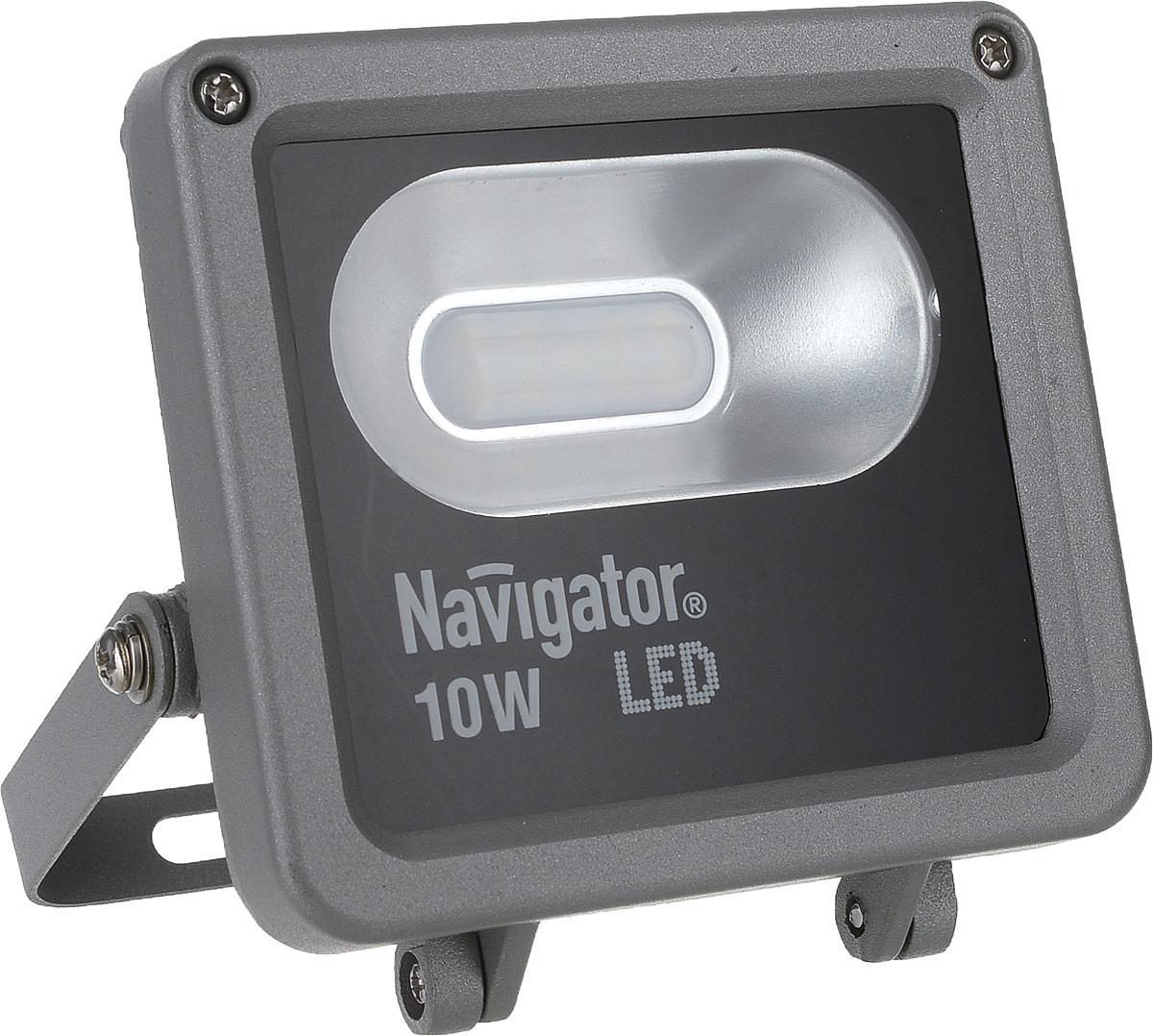 Прожектор Navigator NFL-M-10-4K-IP65-LED используется для освещения предметов и объектов,  удаленных на расстояния, многократно превышающие размер самого прибора. Прожекторы  общего назначения применяются при освещении рабочих периметров, открытых  территорий, зданий и памятников. Особенности:  Компактный алюминиевый корпус с увеличенной площадью рассеивания. Специальный матовый рассеиватель, закрывающий светодиоды. Алюминиевый рефлектор. Установочный кронштейн. Технические характеристики: Мощность: 10 Вт. Световой поток: 600 лм. Цветовая температура: 4000 К. Индекс цветопередачи: >75. Степень защиты: IP65. Напряжение: 165-265 В. Частота: 50 Гц. Коэффициент мощности: >0,6. Температура эксплуатации: от -30 до +40°C. Срок службы: 30 000 ч.