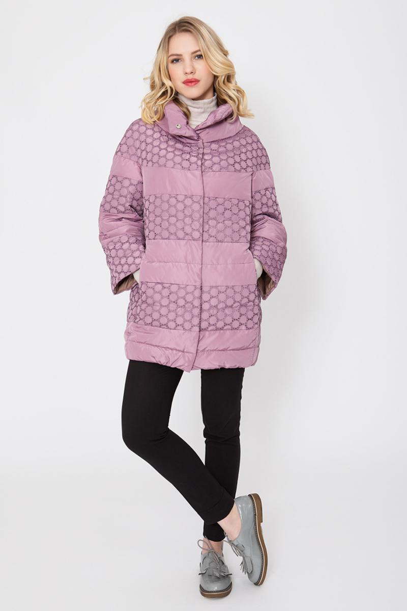Куртка женская Elfina, цвет: розовый. 16601_88. Размер 4616601_88Утепленная женская куртка выполнена из непромокаемого полиэстера. В качестве утеплителя используется синтепон. Модель с воротником-стойкой и рукавами-реглан 7/8 застегивается на застежку-молнию. Изделие дополнено двумя втачными карманами на застежках-молниях.