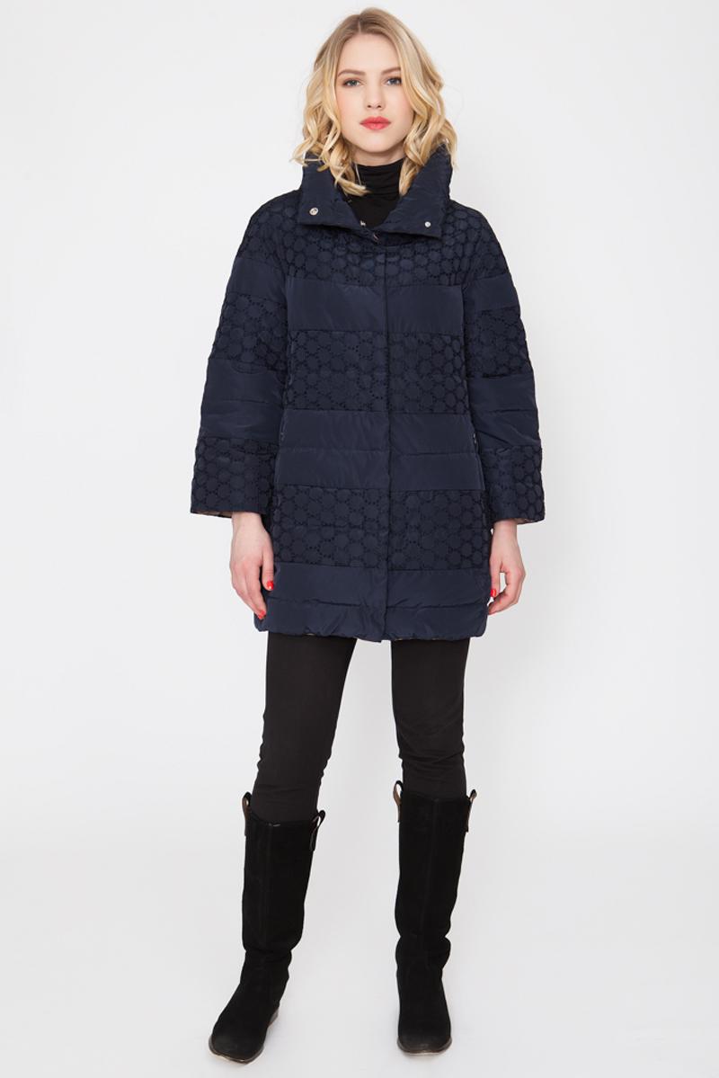 Куртка женская Elfina, цвет: синий. 16601_8-F. Размер 4616601_8-FУтепленная женская куртка выполнена из непромокаемого полиэстера. В качестве утеплителя используется синтепон. Модель с воротником-стойкой и рукавами-реглан 7/8 застегивается на застежку-молнию. Изделие дополнено двумя втачными карманами на застежках-молниях.
