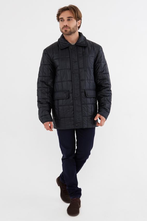 Куртка мужская Vizani, цвет: темно-синий. 882С_100/Antracit. Размер 58882С_100/AntracitМодная мужская куртка Vizani изготовлена из высококачественного полиэстера. В качестве наполнителя используется синтепон. Куртка с отложным воротником застегивается на застежку-молнию и дополнительно на ветрозащитный клапан с пуговицами. Спереди модель дополнена двумя боковыми карманами с клапанами на кнопках и нагрудным кармашком на застежке-молнии. Изделие оформлено актуальным стеганым узором.