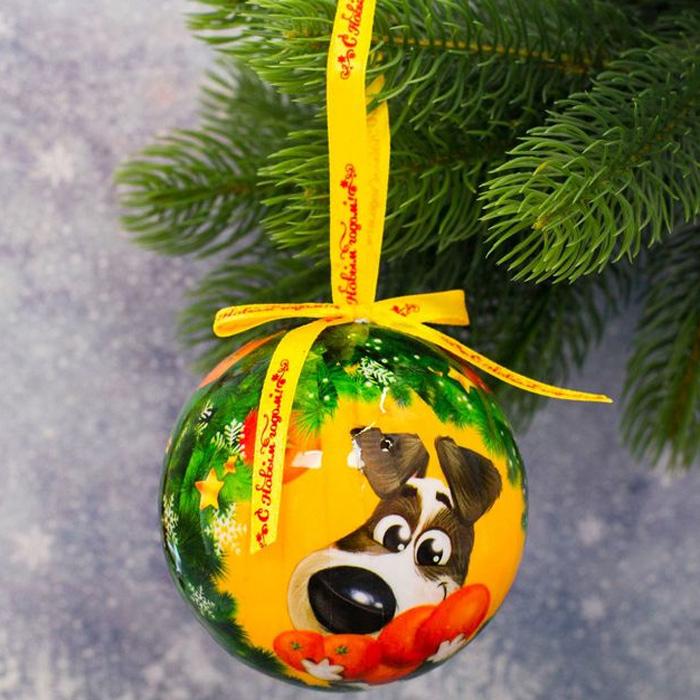 Украшение новогоднее подвесное Sima-land Сладкого Нового года, диаметр 10 см1961220Елочная игрушка - символ приближающегося праздника. Она послужит прекрасным подарком как для ребенка, так и для взрослого, а также дополнит новогодний интерьер. Шары будут отлично смотреться на праздничной елке.