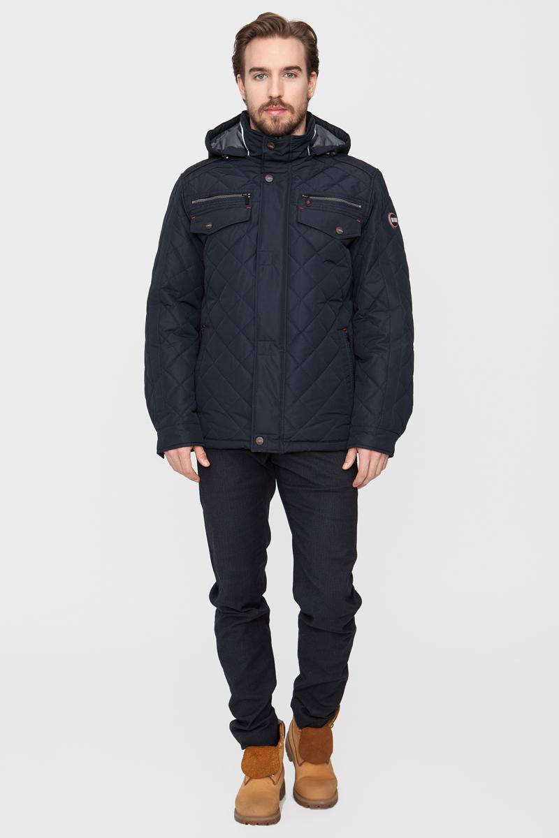 Куртка мужская Vizani, цвет: синий. 10551TC_99. Размер 5810551TC_99Модная мужская куртка Vizani изготовлена из высококачественного полиэстера. В качестве наполнителя используется также полиэстер. Куртка с воротником-стойкой и съемным капюшоном застегивается на застежку-молнию и дополнительно на ветрозащитный клапан на кнопках. Спереди имеются четыре нагрудных кармана - два из которых с клапанами на кнопках и да на молниях, а также два боковых кармана. Манжеты рукавов оснащены текстильными ремешками на кнопках. Куртка оформлена стеганой прострочкой.