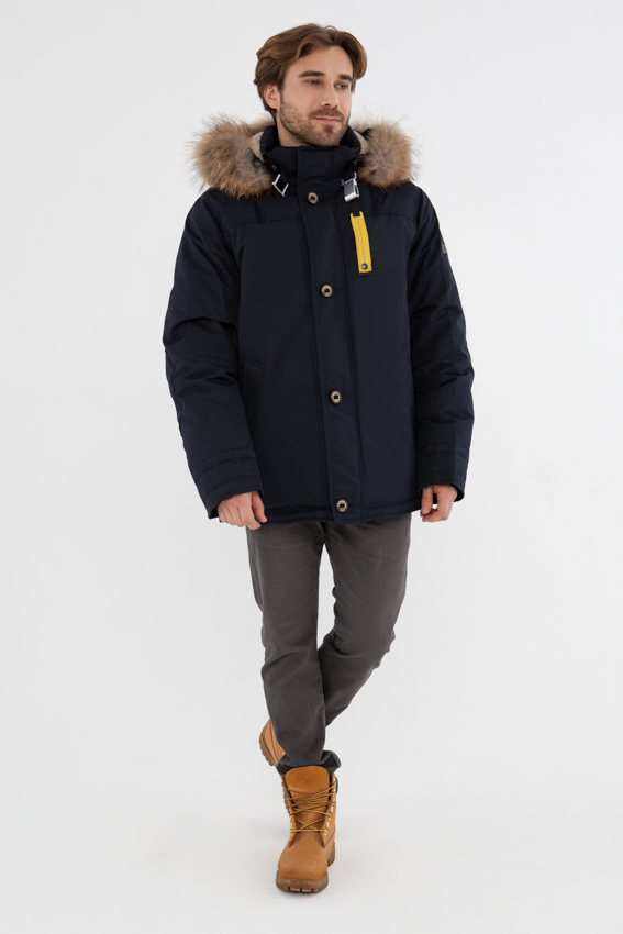 Куртка мужская Vizani, цвет: синий. 10562P_99. Размер 5210562P_99Модная мужская куртка Vizani изготовлена из высококачественного полиэстера. В качестве утеплителя используется натуральный пух и перо. Куртка с воротником-стойкой и съемным капюшоном застегивается на застежку-молнию и дополнительно на ветрозащитный клапан с пуговицами. Капюшон внутри отделан мягким искусственным мехом. Спереди имеются боковые карманы. На талии предусмотрена внутренняя кулиска для регулировки объема. Теплая и комфортная куртка займет достойное место в вашем гардеробе.