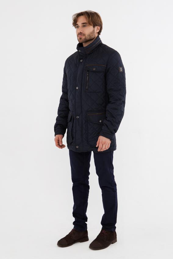 Куртка мужская Vizani, цвет: синий. 10585C_99. Размер 5410585C_99Модная стеганая мужская куртка Vizani изготовлена из высококачественного хлопка и полиэстера. В качестве наполнителя используется синтепон. Куртка с воротником-стойкой застегивается на застежку-молнию и дополнительно на ветрозащитный клапан с кнопками. Спереди имеются три кармана с клапанами на кнопках и один прорезной карман с застежкой-молнией. Манжеты рукавов оснащены текстильными ремешками на кнопках. Сзади предусмотрены функциональные разрезы на кнопках.