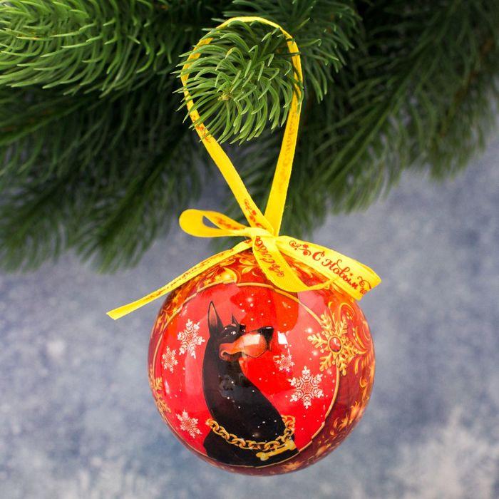 Украшение новогоднее подвесное Sima-land Богатства и процветания, высота 8 см1961214Новогоднее подвесное украшение Sima-land, отлично подойдет для оформления новогодней елки. Подвешивается на елку с помощью специальнойтекстильной петельки. Изделие выполнено в эксклюзивном дизайне из акрила, поэтому не разобьется, даже если упадет на пол. Имеет круглуюформу. Нарядная елочка нужна любому дому, ведь она наполняет его теплом и уютом в снежную пору. Модная и стильная игрушка станетчудесным новогодним украшением и создаст неповторимую атмосферу праздника. Подвеска на елку- это замечательный сувенир с теплымипожеланиями, который станет достойным дополнением любого подарка по случаю Нового года.