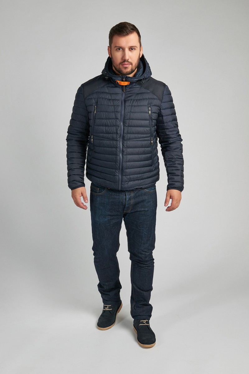 Куртка мужская Vizani, цвет: синий. 10607C_97. Размер 4810607C_97Укороченная стеганая мужская куртка Vizani выполнена из полиэстера с утеплителем из синтетического био-пуха. Модель с несъемным капюшоном застегивается на молнию. Куртка дополнена четырьмя внешними прорезными карманами на молниях и двумя - внутренними. Такая легкая и теплая куртка - прекрасный вариант для городской жизни, поездок на машине и загородных прогулок.