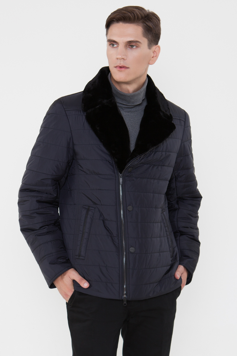 Куртка мужская Vizani, цвет: синий. 3883Е_99 dark navy. Размер 583883Е_99 dark navyУкороченная стеганая мужская куртка Vizani выполнена из нейлона. Отложной воротник из мягкого искусственного меха делает куртку стильной и элегантной. Модель застегивается на двустороннюю молнию и имеет боковые карманы. Такая куртка - отличный вариант для поездок на машине и прогулок по городу.