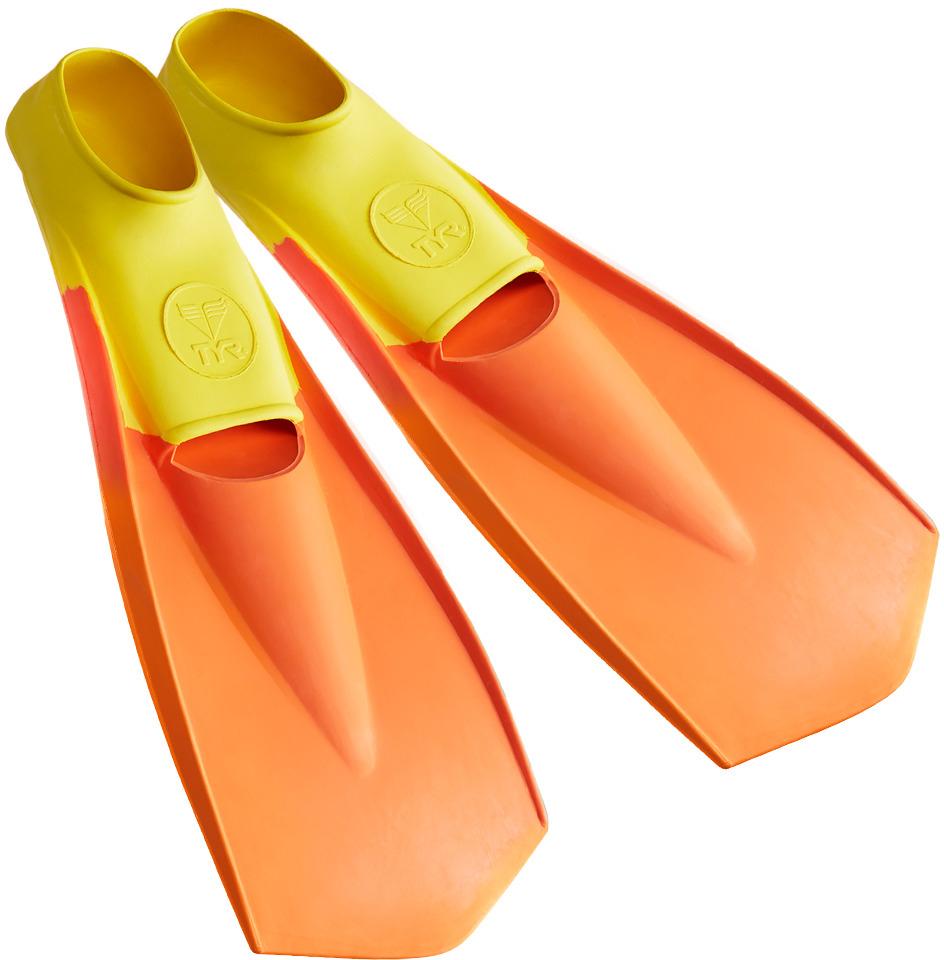 Ласты Tyr Flexfins, цвет: желтый, оранжевый. Размер XXS. LFNLFNЛасты TYR являются незаменимым аксессуаром для тренировки. Ласты изготовлены из высококачественной резины, которая не натирает кожу и прекрасно растягивается. Специальный узор на поверхности подошвы позволяет получить надежное сцепление с поверхностью бассейна. Ласты предназначены для создания большей опоры о воду и создания более мощной движущей силы. Ласты такого типа позволяют новичкам более эффективно освоить технику работы ног в спортивном плавании, также они подойдут любителям подводного плавания для увеличения скорости продвижения под водой.