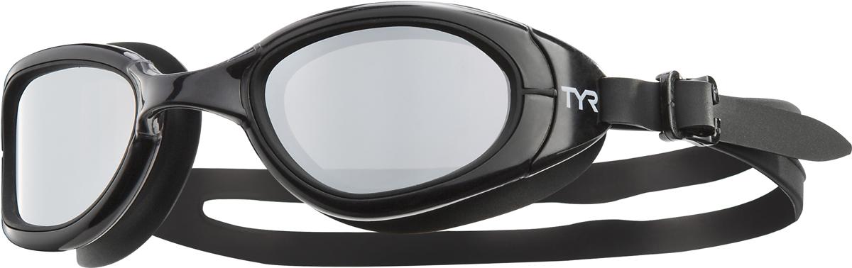 Очки для плавания Tyr Special Ops 2.0 Polarized, цвет: черный. LGSPLLGSPLTyr Special Ops 2.0 Polarized - самые лучшие очки для универсального использования. Они идеально подойдут для триатлона, открытой воды, или тренировок в бассейне. Имеющие в своем арсенале поляризационные линзы, обеспечивают ясность, оптическую точность и комфорт, отфильтровывая 99,9% от бликов с поверхности воды, которые приводят к усталости глаз.Очки Tyr Special Ops 2.0 Polarized имеют прочный, силиконовый, гипоаллергенный уплотнитель, который сохраняет защиту от протекания и форму в течение всего срока службы. Линзы обработаны средством, предотвращающим запотевание линз, что исключает необходимость в течение продолжительного времени повторное использование спрея. Объединенная конструкция переносицы идеально подходит под разные типы строения лица, также очки обладают широким периферическим обзором для оптимального видения в воде.