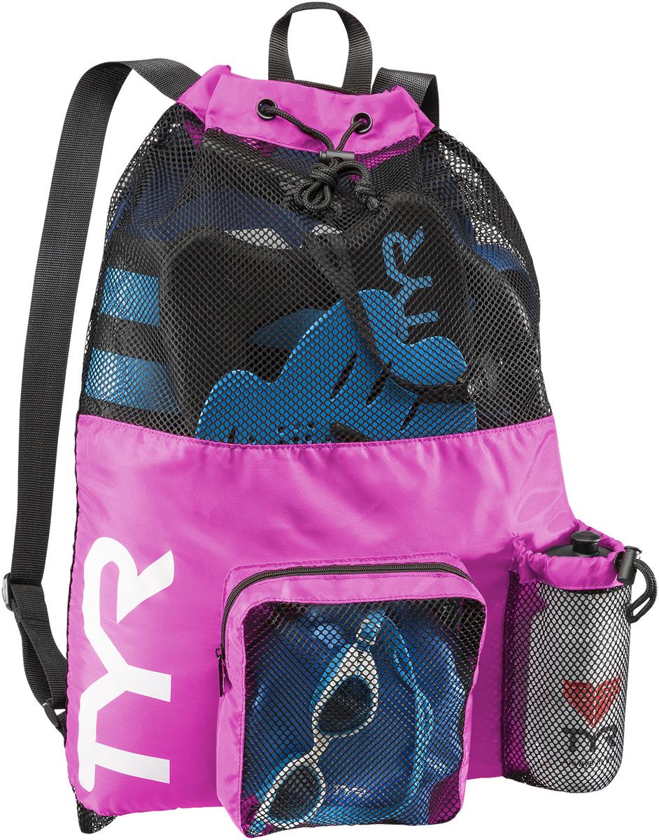Рюкзак для аксессуаров Tyr Big Mesh Mummy Backpack, цвет: розовый, синий. LBMMB3LBMMB3Рюкзак TYR является идеальным выбором для транспортировки влажной плавательной экипировки. Его очень комфортно носить на спине благодаря удобным лямкам и сетчатой проветриваемой поверхности. Мешок сделан из легкого и прочного материала, который обеспечивает долгий срок службы. Мешок имеет боковой карман на молнии и карман для бутылки. Благодаря устойчивости к влаге можно брать с собой как в бассейн, так и на пляж.