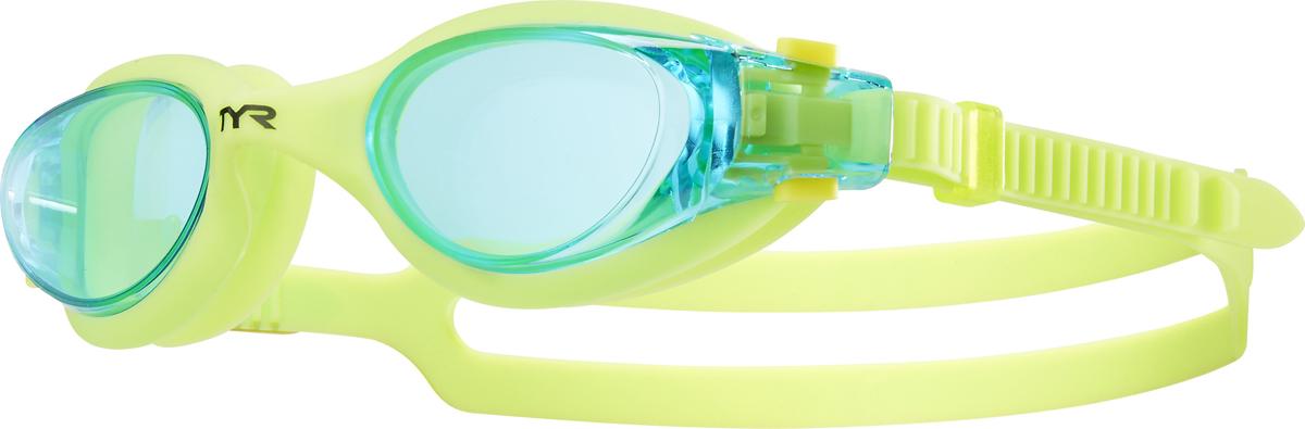 Очки для плавания Tyr Vesi Junior, цвет: голубой, желтый. LGHYBJRLGHYBJRНовые очки Tyr Vesi Junior для юных пловцов подходят для тренировок и отдыха на открытой воде. Монолитная обтекаемая конструкция очков обеспечивает комфортную и надежную посадку для разных типов лица. Удобная клипса для быстрой индивидуальной подстройки двойного ремешка, который, благодаря свой форме, надежно фиксируется на затылке. Широкий периферический обзор. Мягкий гипоаллергенный силикон. Линзы из поликарбоната с защитой от ультрафиолетовых лучей обработаны антифогом.