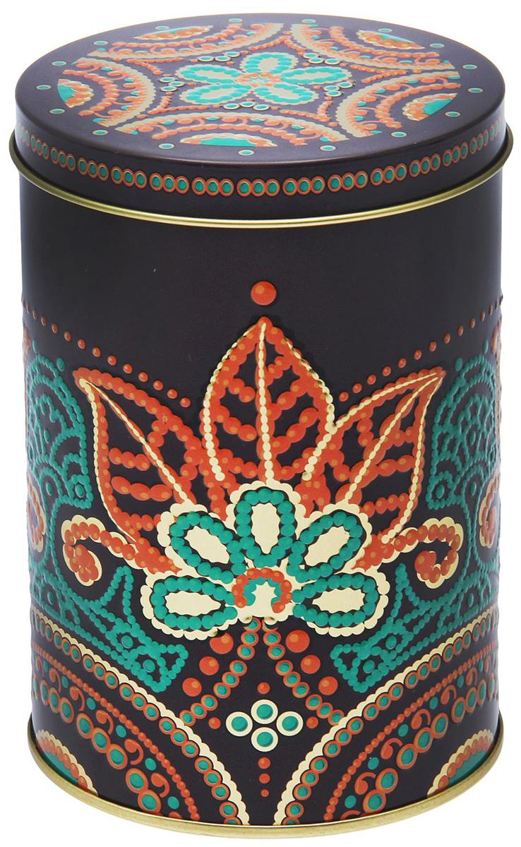 Банка для сыпучих продуктов Рязанская фабрика жестяной упаковки Индийские узоры, цвет: зеленый, оранжевый, 1,1 л135357-000_прозрачный, фиолетовыйМеталлическая банка Индийские узоры - лучший способ сохранить крупы и травы, чай и кофе в наилучшем состоянии. Изделия от Рязанской фабрики жестяной упаковки радуют потребителей уже долгие годы. Чем хороша именно эта банка? - Плотная крышка предохраняет содержимое от высыпания. - Защита от солнечного света продлевает срок годности продуктов. - Яркий дизайн добавит свежую нотку в оформление кухни. - Банка может быть использована для хранения мелких хозяйственных предметов.Наводите порядок на кухне со вкусом!