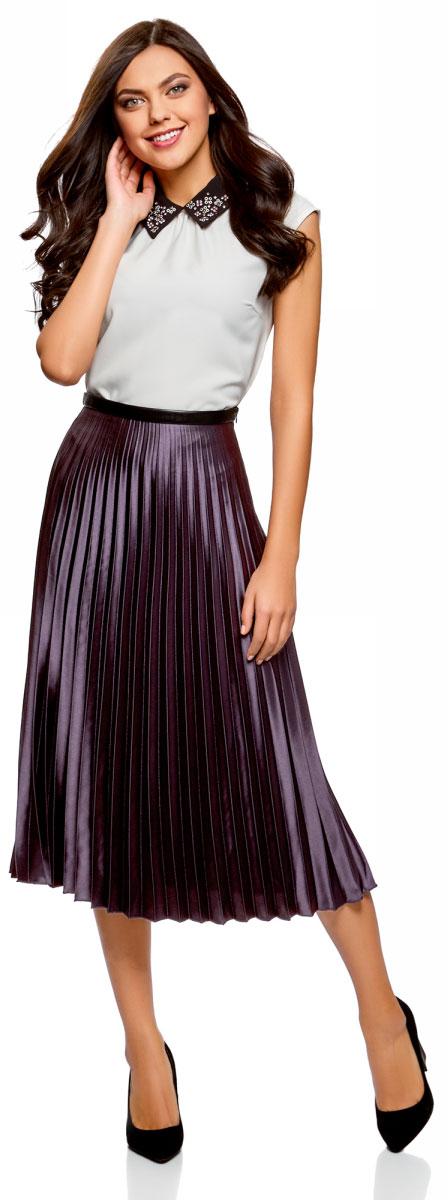 Юбка oodji Ultra, цвет: темно-фиолетовый, черный. 13G06001/22112/8829B. Размер 40-170 (46-170)13G06001/22112/8829BСтильная плиссированная юбка, выполненная из эластичного полиэстера, станет отличным дополнением вашего гардероба. Модель миди-длины на талии имеет эластичный пояс.