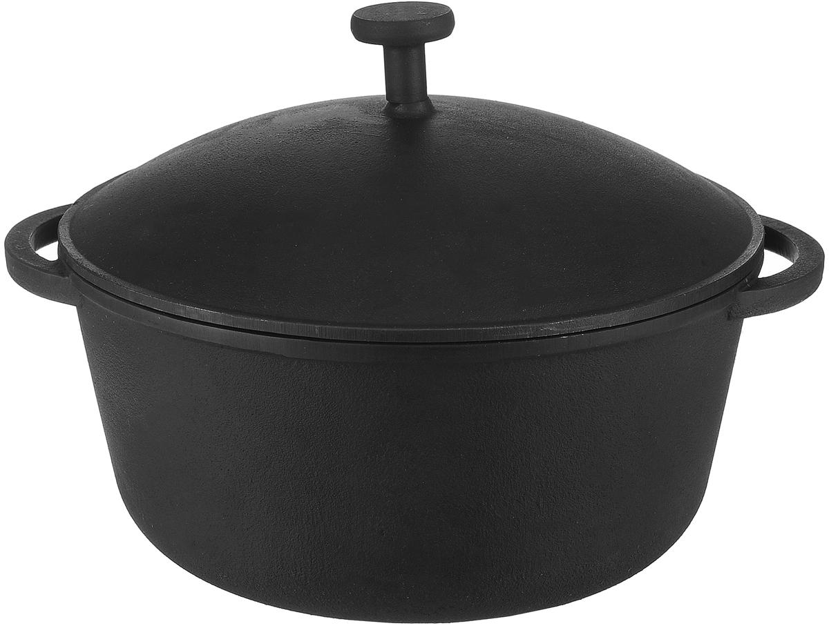 Кастрюля Майстерня с крышкой, 2 л. 9900499004Кастрюля Майстерня изготовлена из натурального экологически безопасного чугуна. Чугун является одним из лучших материалов для производства посуды. Его можно нагревать до высоких температур. Он очень практичный, не выделяет токсичных веществ, обладает высокой теплоемкостью и способен служить долгие годы. Изделие оснащено ручками-подхватами, а также плотной чугунной крышкой.Такая кастрюля замечательно подойдет для супов и тушеных блюд, при этом результат всегда просто потрясающий. Вы всегда будете готовить самую вкусную и полезную для здоровья пищу. Уважаемые клиенты! Для сохранения свойств посуды из чугуна и предотвращения появления ржавчины чугунную посуду мойте только вручную, горячей или теплой водой, мягкой губкой или щёткой (не металлической) и обязательно вытирайте насухо. Для хранения смазывайте внутреннюю поверхность посуды растительным маслом, а перед следующим применением хорошо накалите посуду.