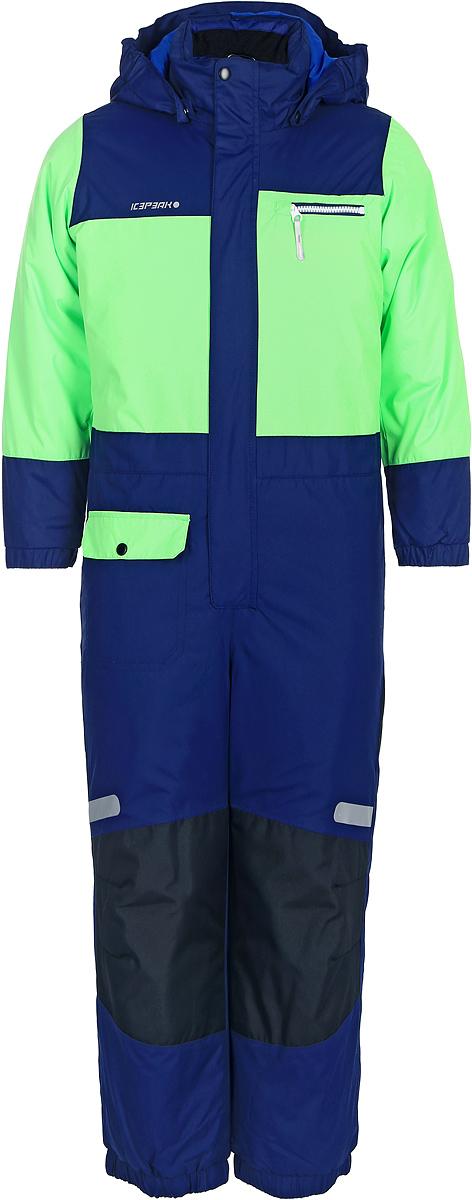 Комбинезон для мальчика Icepeak, цвет: зеленый, синий. 852153517IV_527. Размер 98852153517IV_527Комбинезон для мальчика Icepeak выполнен из 100% полиэстера. Все швы куртки и брюк проклеены, для обеспечения дополнительной защиты от непогоды. В качестве подкладки также используется полиэстер. Утеплителем служит материал FinnWad, который обладает высокими теплоизоляционными свойствами. Модель с воротником-стойкой и съемным капюшоном застегивается на застежку-молнию с защитой для подбородка и имеет ветрозащитную планку на липучках и кнопках. Капюшон пристегивается к изделию за счет кнопок. Низ брючин оснащен внутренними манжетами на резинке. Спереди расположены один накладной кармашек с клапаном на кнопке, и один нагрудный карман на застежке-молнии. Комбинезон оснащен светоотражающими элементами.