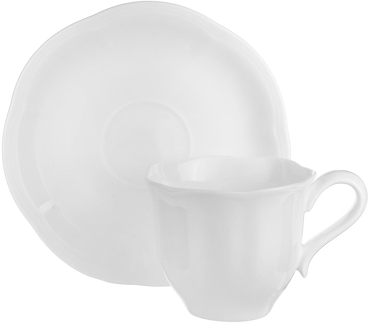 Чайная пара Royal Aurel Тюльпан, 2 предмета250Чайная пара Royal Aurel Тюльпан, выполненная из костяного фарфора, состоит из чашки и блюдца. Предметы набора имеют белую окраску без орнамента. Изящный дизайн и красочность оформления придутся по вкусу и ценителям классики, и тем, кто предпочитает утонченность и изысканность.Чайная пара - идеальный и необходимый подарок для вашего дома и для ваших друзей в праздники, юбилеи и торжества! Он также станет отличным корпоративным подарком и украшением любой кухни.