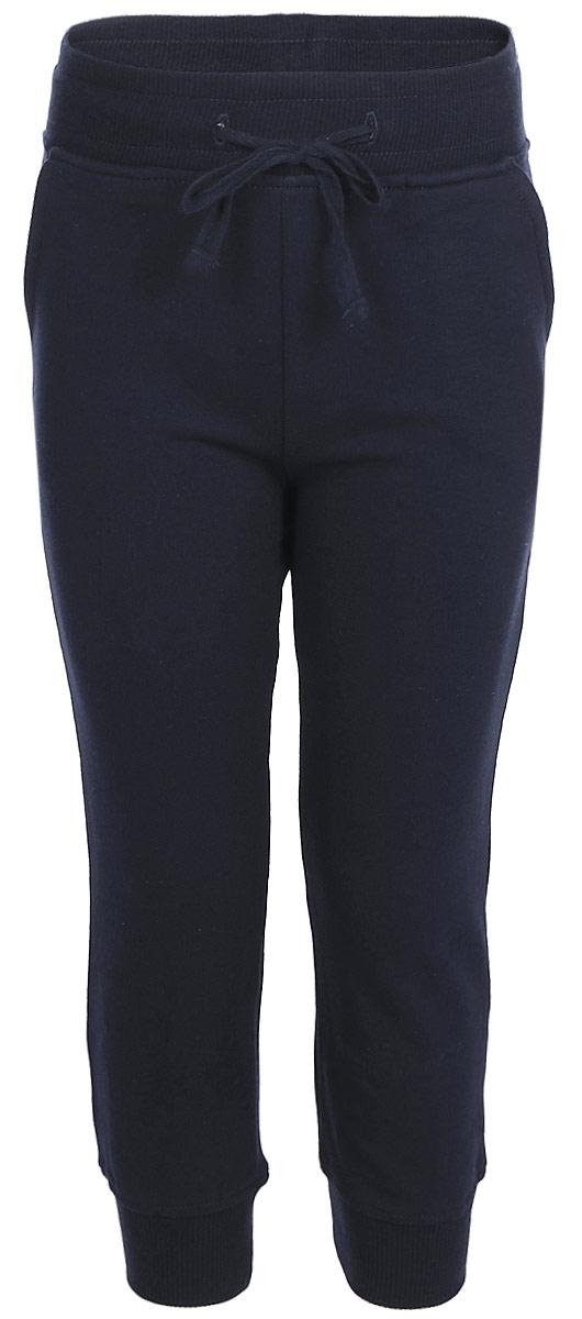 Брюки спортивные для мальчика Lets Go, цвет: голубой. 10147. Размер 9210147Спортивные брюки для мальчика Lets Go выполнены из высококачественного материала. Пояс и низ брючин выполнены из трикотажной резинки. Спереди модель дополнена двумя карманами.