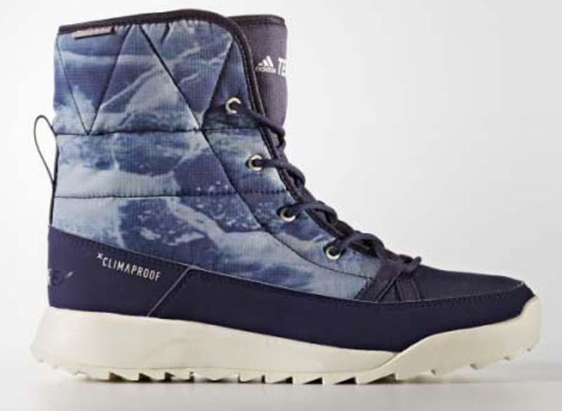 Ботинки женские Adidas Terrex Choleah Padd, цвет: синий. BY9082. Размер 8 (40,5)BY9082Повседневные женские ботинки от adidas, в которых будет комфортно в холодную погоду. Материал Climaproof надежно защищает от снега и дождя, а утеплитель PrimaLoft отлично согревает. Рельефная резиновая подошва обеспечивает устойчивость даже на мокрых поверхностях. Специальная конструкция, разработанная с учетом особенностей женской стопы, идеально сидит на ноге.Водонепроницаемый материал Climaproof сохраняет комфорт и сухость ног. Дышащая технология Climawarm сохраняет ноги в тепле и сухости.Высокотехнологичный синтетический наполнитель Primaloft продолжает греть даже во влажном состоянии.Легкая упругая промежуточная подошва из ЭВА сохраняет свои свойства в течение длительного времени.Резиновая подошва Traxion и специальный глубокий протектор адаптированы для оптимального сцепления даже с мокрыми поверхностями.