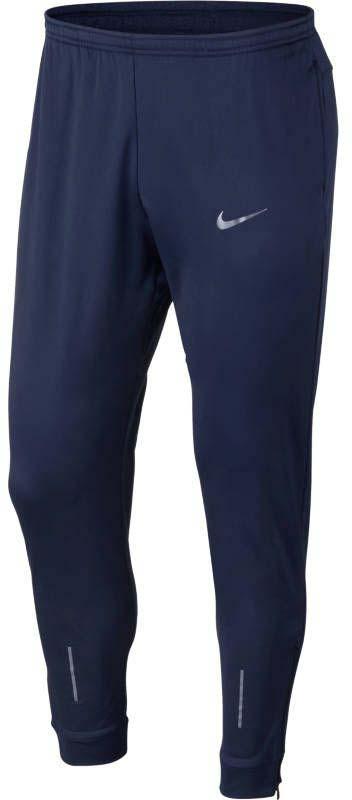 Брюки утепленные для бега мужские Nike Nk Thrma Essntl Pant, цвет: синий. 858138-429. Размер XL (52/54)858138-429Мужские беговые брюки Nike Thermal Essential из мягкой влагоотводящей ткани защищают от холода и не сковывают движений благодаря свободной посадке. Ткань Nike Therma сохраняет тепло. Модель удобно снимать и надевать благодаря молниям на отворотах штанин. Эластичный пояс с внутренним шнурком для индивидуальной посадки. Передние карманы на молнии созданы для защиты рук от холода и надежного хранения мелочей. Стандартный крой облегает тело и дарит комфорт. Светоотражающие детали обеспечивают безопасность в темное время суток. Задний карман на молнии по центру позволяет надежно хранить важные мелочи.