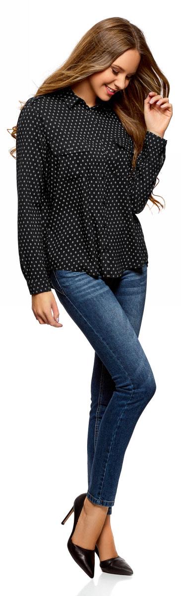 Блузка женская oodji Ultra, цвет: черный, белый. 11411127B/26346/2912G. Размер 36-170 (42-170)11411127B/26346/2912GОригинальная женская блузка oodji Ultra выполнена из качественной вискозы. Модель с отложным воротником и длинными рукавами застегивается спереди на пуговицы. Манжеты рукавов также имеют застежки-пуговицы. Плечи блузки дополнены хлястиками на пуговицах, спереди изделие оформлено двумя накладными карманами с клапанами. Спинка блузки немного удлинена.