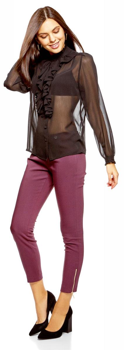 Блузка женская oodji Ultra, цвет: черный. 11411183/15036/2900N. Размер 42-170 (48-170)11411183/15036/2900NСтильная женская блузка выполнена из полупрозрачного текстиля. Модель с воротником-стойкой, оформленным рюшей и длинными рукавами, застегивается на пуговицы.