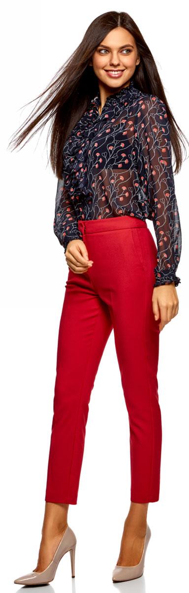 Блузка женская oodji Ultra, цвет: темно-синий, коралловый, цветы. 11411183/15036/7943F. Размер 38-170 (44-170)11411183/15036/7943FСтильная женская блузка выполнена из полупрозрачного текстиля. Модель с воротником-стойкой, оформленным рюшей и длинными рукавами, застегивается на пуговицы.
